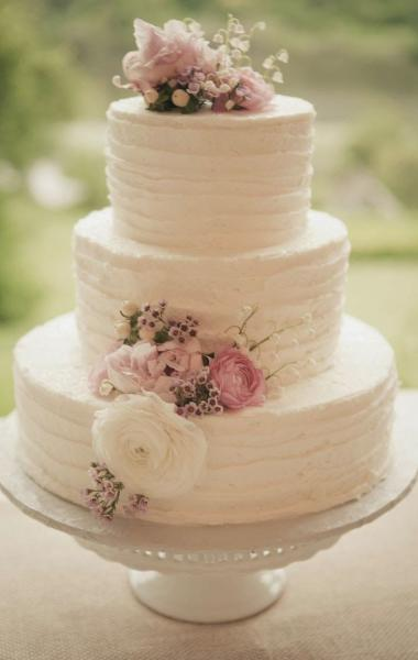 Vintage Wedding Cake with Flowers