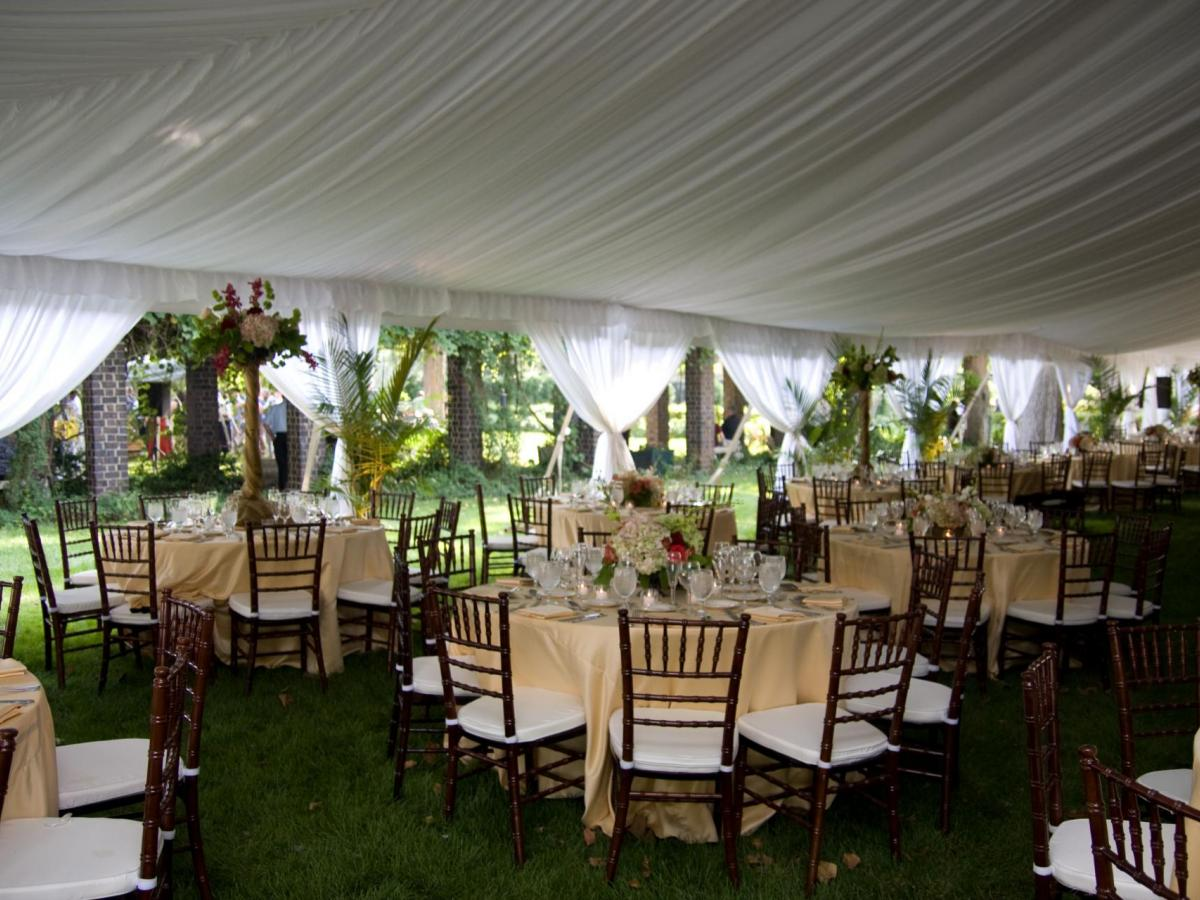 Pole Tent With Liner Als Mahogany Chiavari Chairs And Round Tables Linens Al